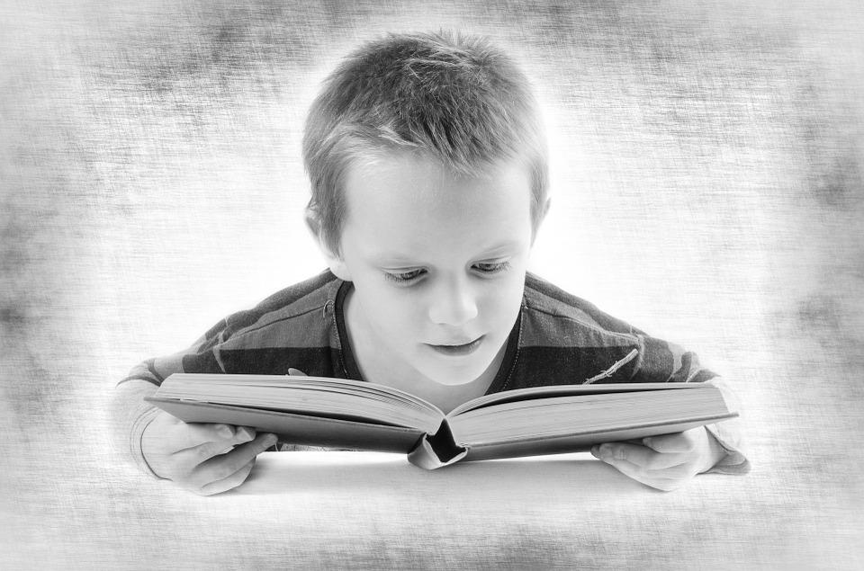 Au fost odată un copil şi-o carte...