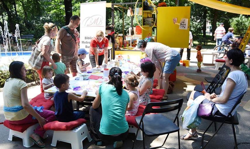 Caravana poveştilor în Parcul Kiseleff